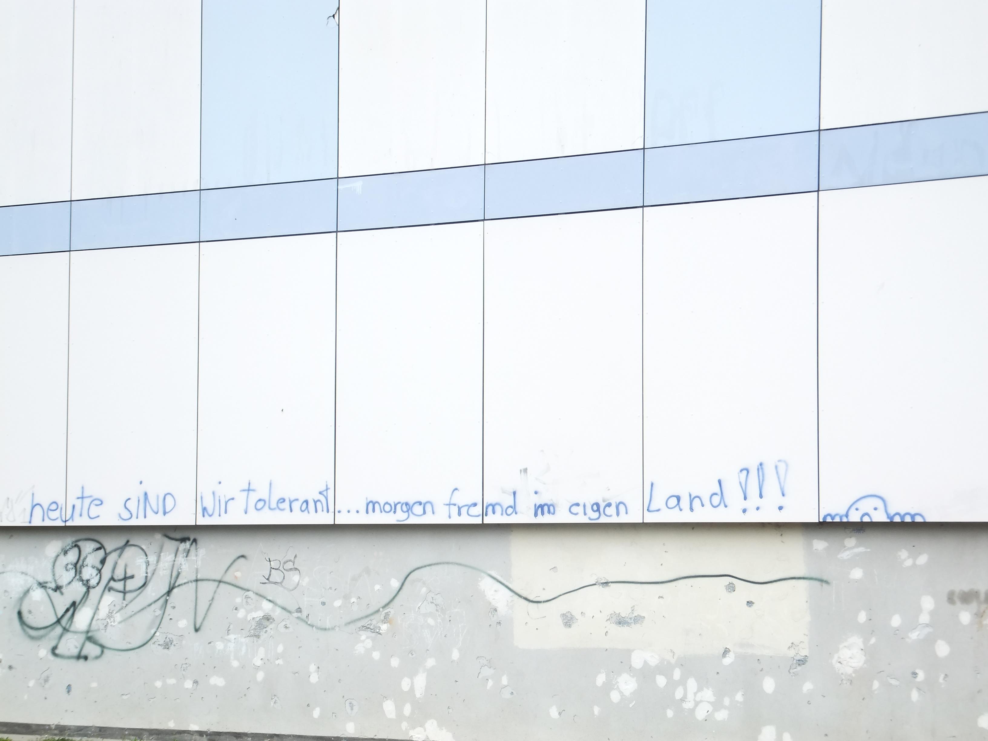Rassistisches Graffitti am Flüchtlingsheim Wolgast